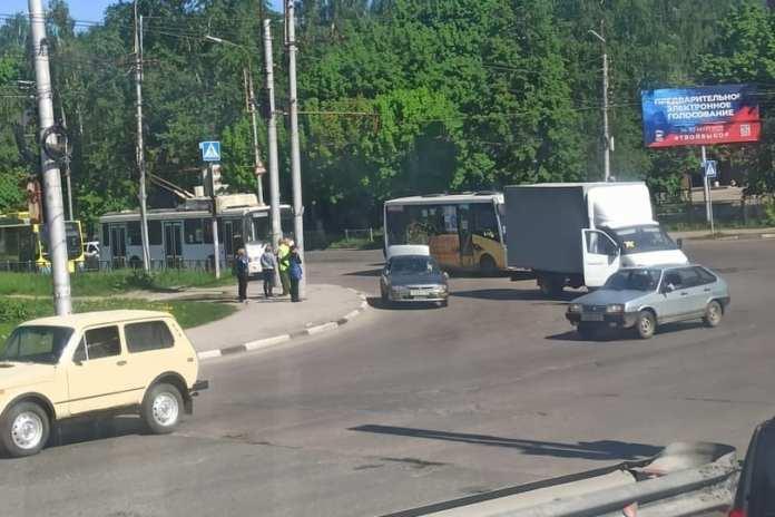В Приокском произошло ДТП