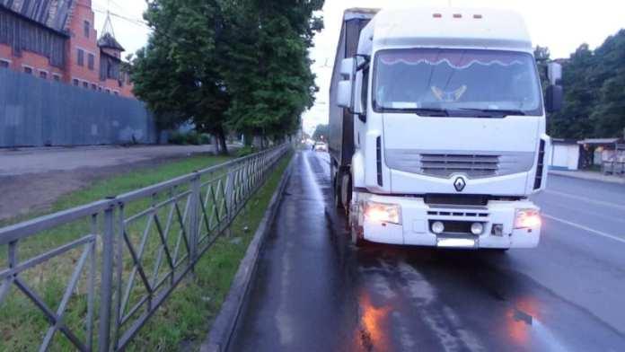 На Куйбышевском шоссе в Рязани грузовик сбил 26-летнего пешехода