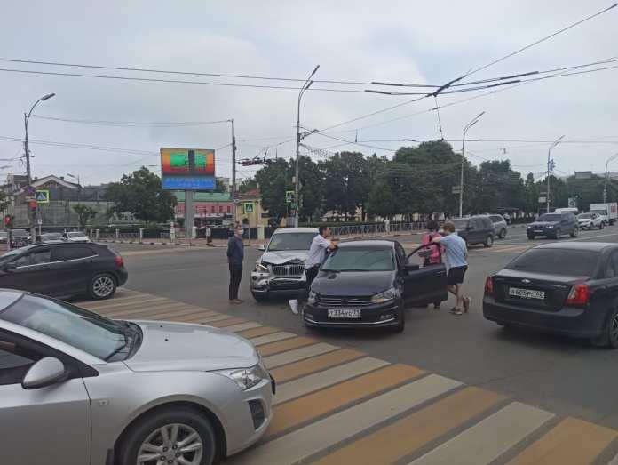 В центре Рязани из-за ДТП образовалась серьёзная пробка