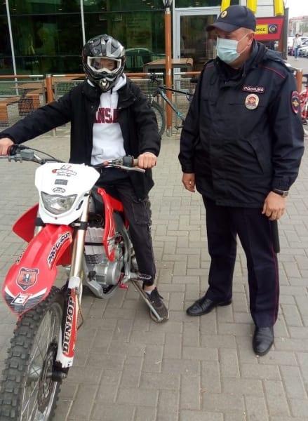 В центре Рязани полицейские поймали подростка на мотоцикле