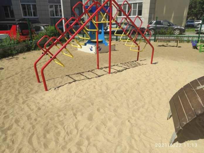 После обращение в администрацию на детской площадке в Рязани устранили дефекты