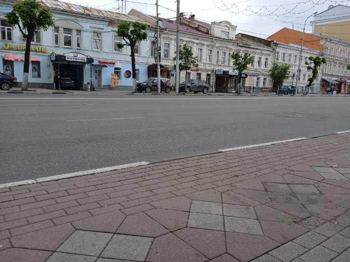 На место массовой парковки на тротуаре в Рязани направлен экипаж ДПС