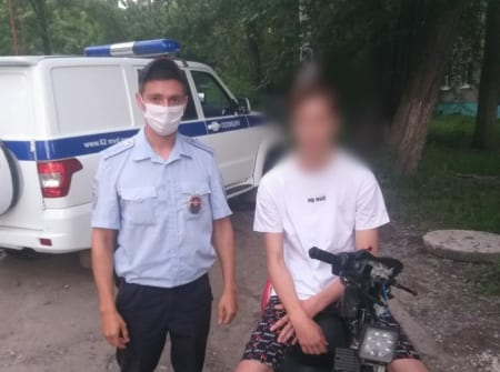 Рязанские полицейские поймали подростка на скутере без прав