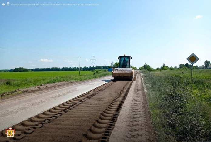 В Ухоловском районе ремонтируют дорогу