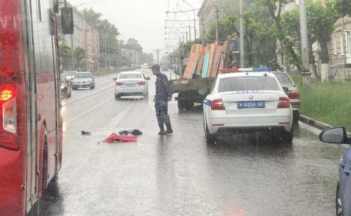 На улице Циолковского «Газель» сбила двух пешеходов