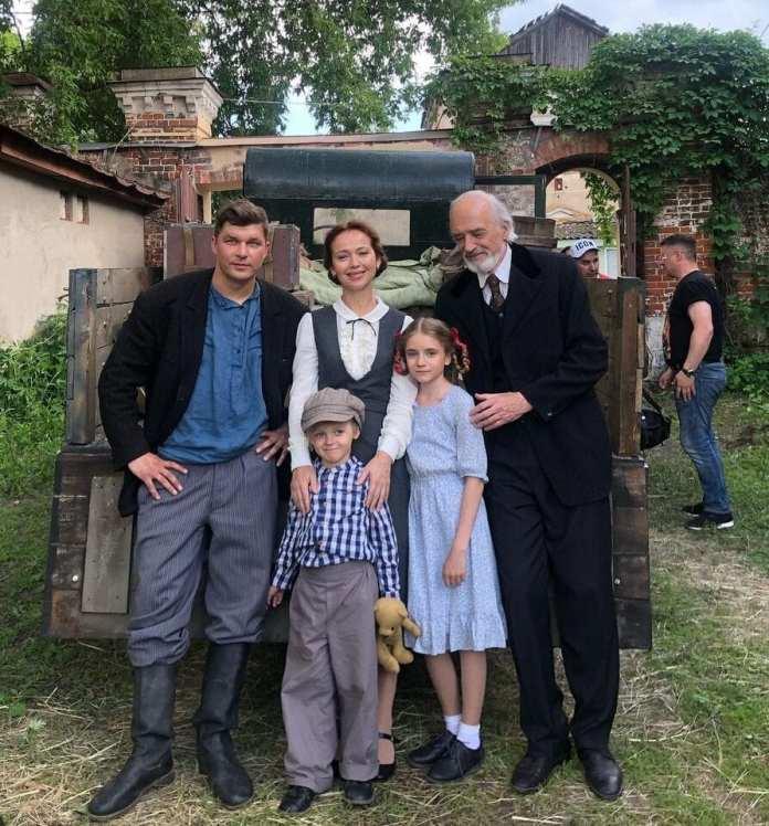 Актриса Елена Захарова опубликовала фото со съёмок в Касимове