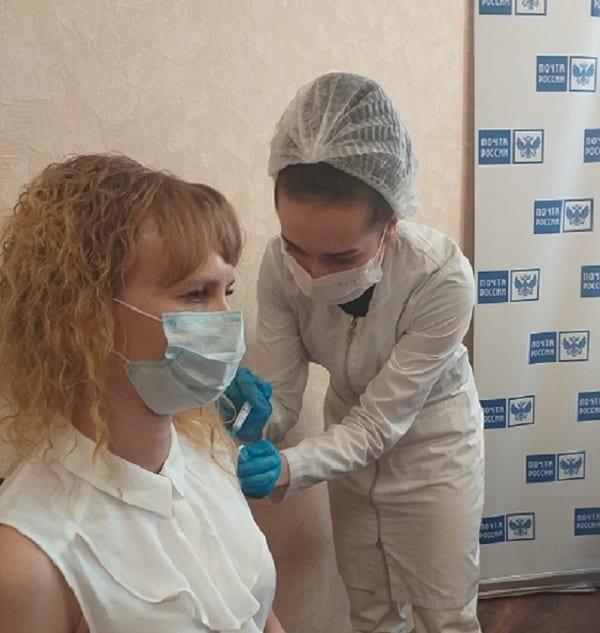В Рязани сотрудники Почты России вакцинировались от COVID-19 прямо на рабочем месте