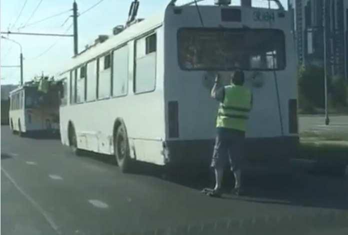 В Рязани из-за аварии встали троллейбусы