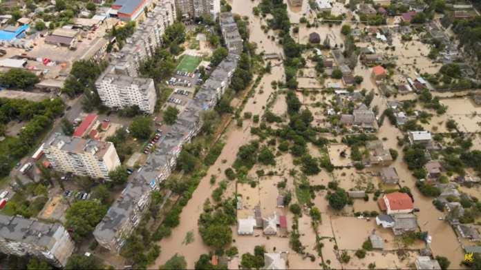 В сети появилось видео затопления Керчи после ливня