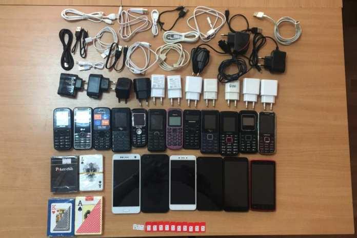 В Рязанскую колонию пытались провезти телефоны и игральные карты