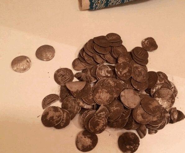 Незаконно добытые в Рязанской области археологические монеты передали музею-заповеднику