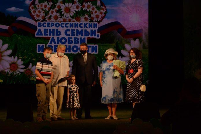В Рязани наградили семьи, прожившие в браке много лет