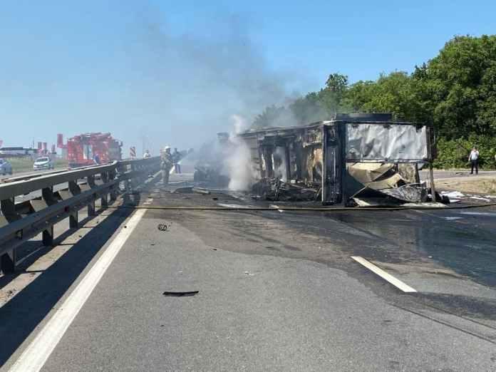 Под Рязанью фура врезалась в грузовик, погиб человек