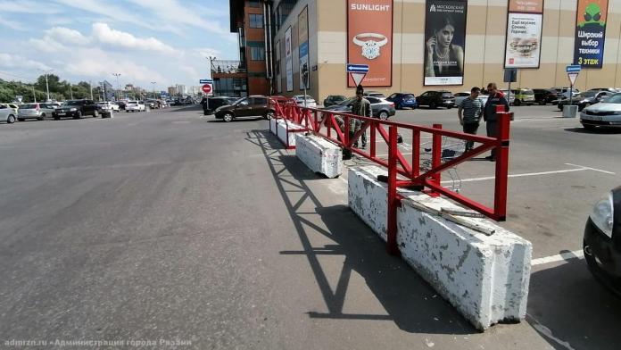 """Парковку возле рязанского ТРЦ """"Премьер"""" будут закрывать на ночь"""