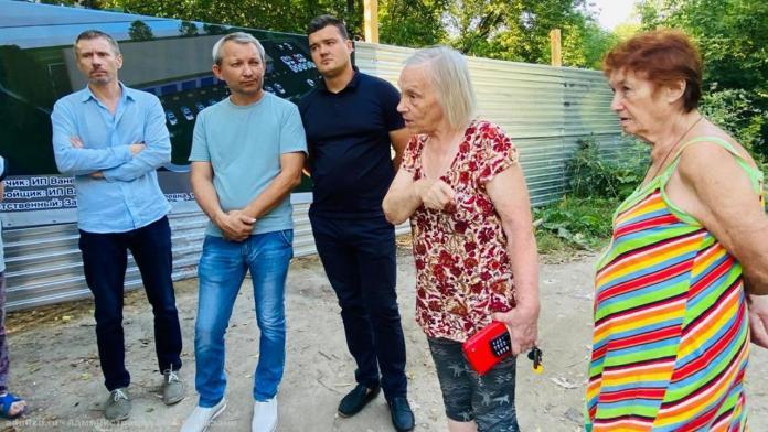 Сотрудники администрации обсудили с рязанцами реконструкцию учебного корпуса автошколы