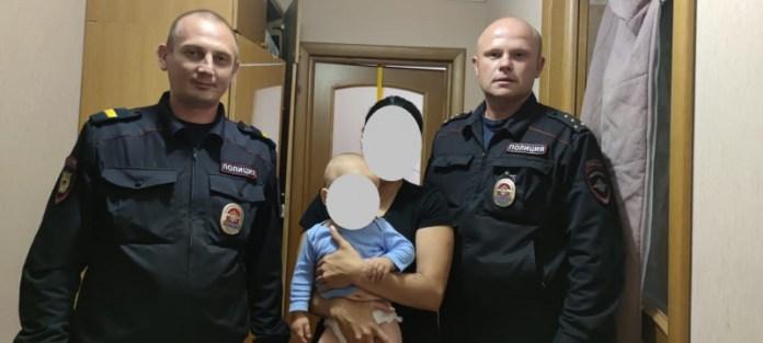 Рязанский полицейский спас задыхающегося 9-месячного малыша