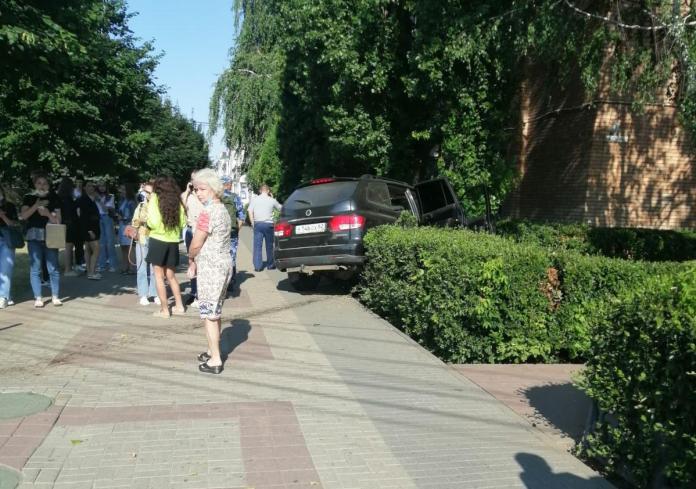 Утром 23 июля автомобиль вылетел на тротуар у Академии ФСИН в центре Рязани