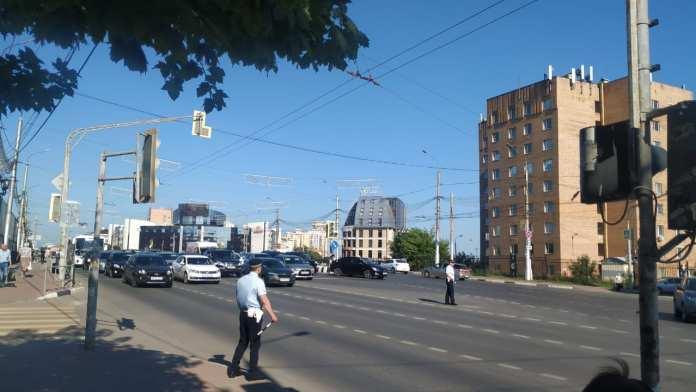 На оживлённом перекрёстке в центре Рязани не работает светофор
