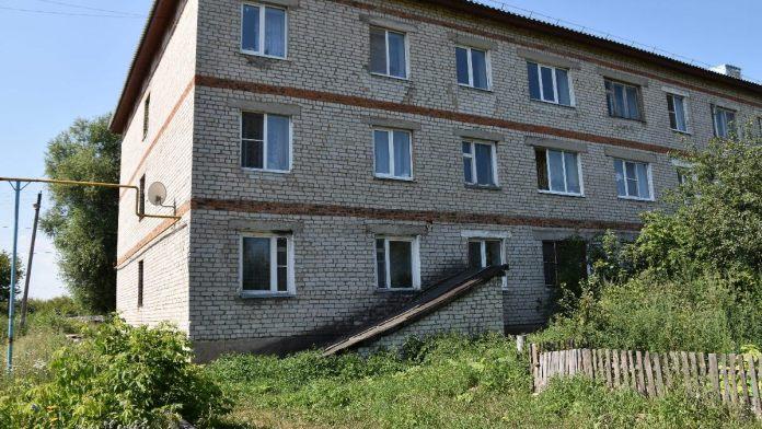В Спасске маленькая девочка выпала из окна на третьем этаже