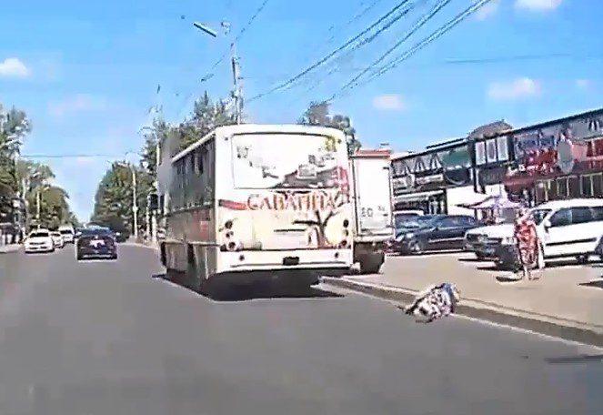 В Рязани женщина выпала из маршрутки