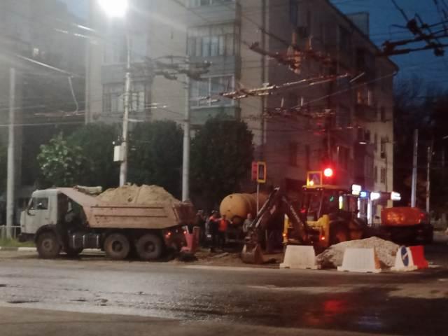 В центре Рязани продолжают ремонтировать водопровод