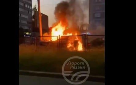 В Дашково-Песочне автомобиль врезался в столб и загорелся