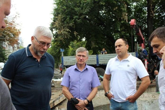 Депутаты областной Думы проконтролировали ремонт теплотрассы на улице Новой в Рязани