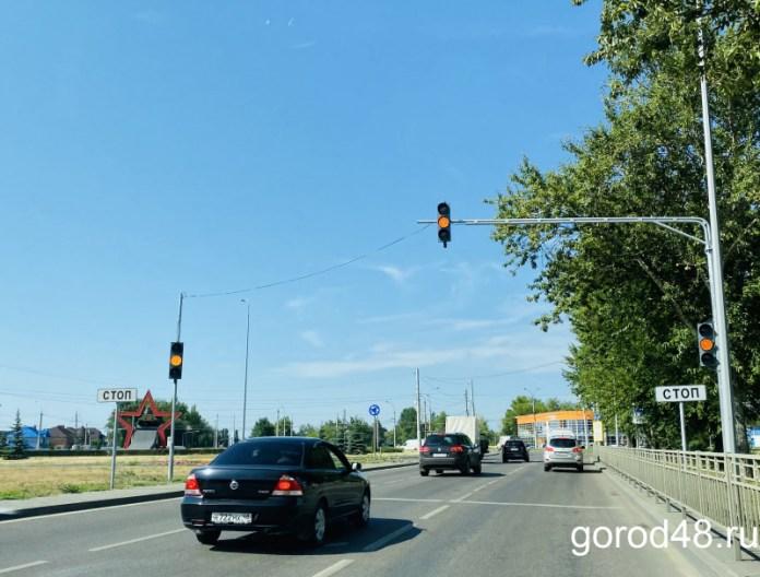 Новые светофоры заработали на кольце площади Танкистов в Липецке
