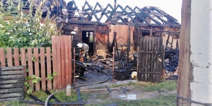 В Курганской области на пожаре погибли трое взрослых и двое детей