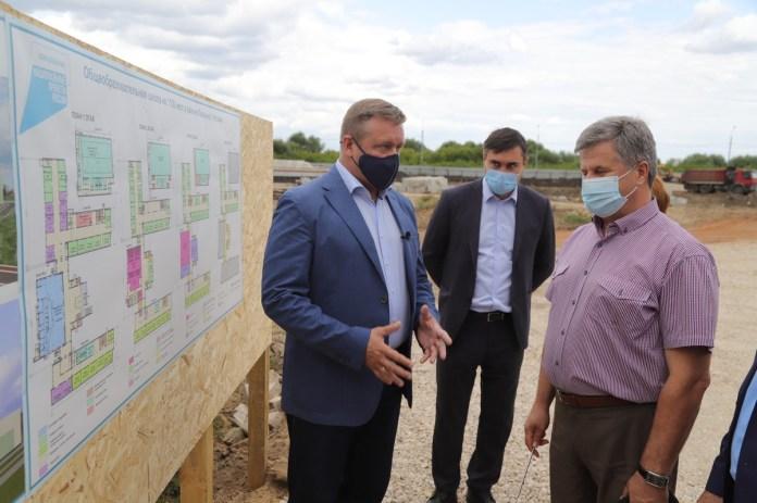 Губернатор поручил организовать ливневки возле новой школы в Кальном и ближайших домов