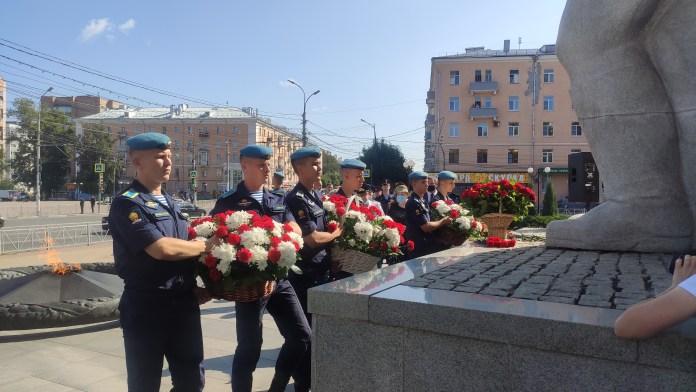 В Рязани прошло возложение цветов в честь годовщины Курской битвы