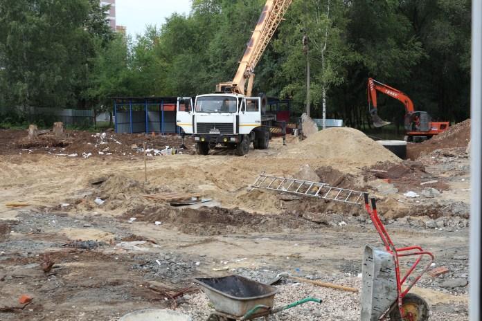 Депутат областной Думы проверил ход строительства пристройки к детскому саду