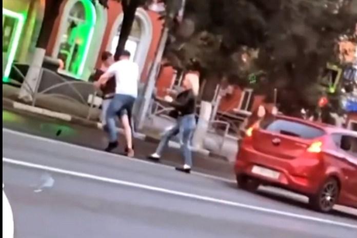 Полиция изучит видео массовой драки в центре Рязани