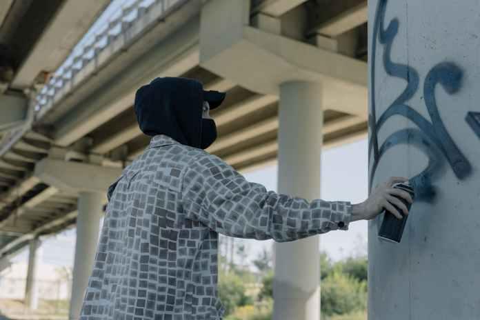 Мэр Орла обратился с просьбой к граффитчикам