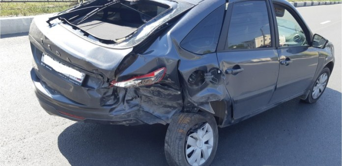 В столкновении Lada Granta и Daewoo Nexia на Московском шоссе пострадали два человека