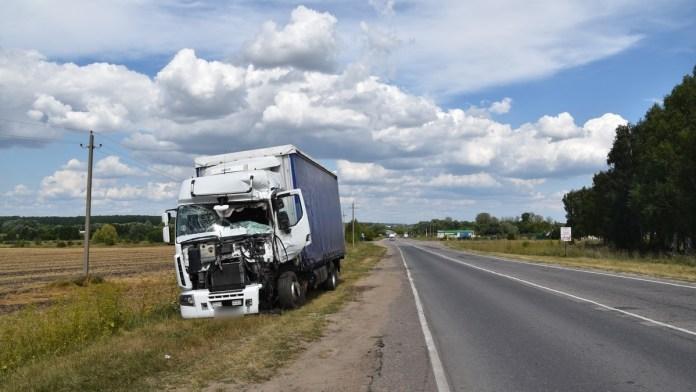 В лобовом столкновении ГАЗели и грузовика в Сасовском районе пострадали два человека
