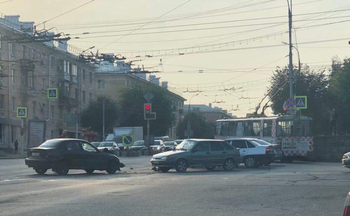 В центре Рязани образовалась пробка из-за ДТП