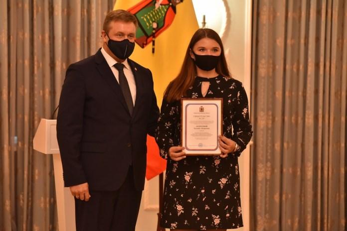 Губернатор Николай Любимов вручил именные стипендии рязанским студентам