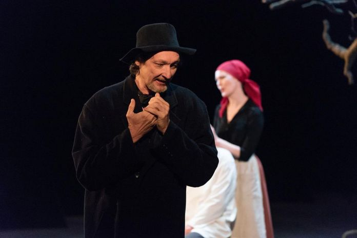 Брянский театр выступил в Рязани с «Поминальной молитвой»