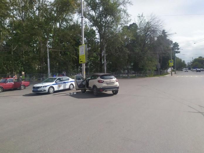 На улице Островского 22-летняя рязанка врезалась в опору ЛЭП