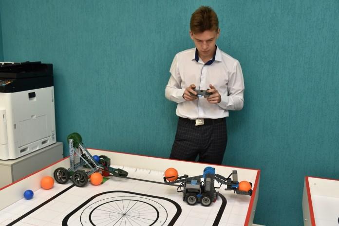 На базе рязанской школы открылся детский технопарк
