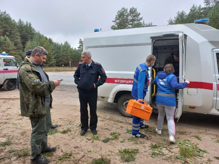 Волонтёры нашли в лесу полковника, у которого отказали ноги
