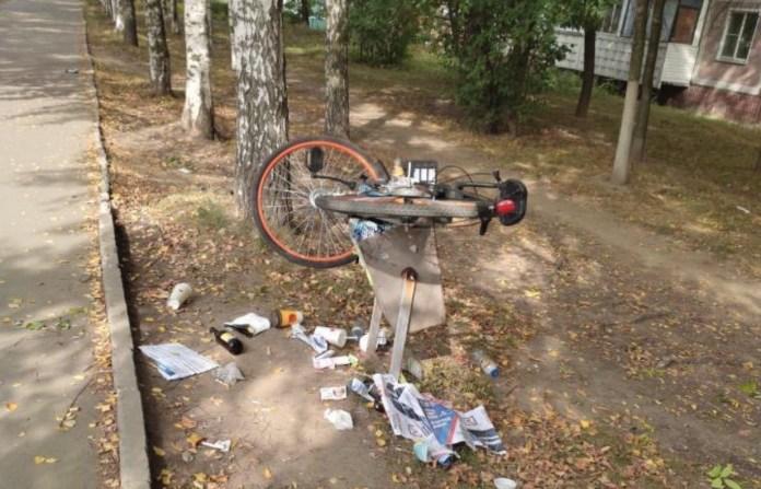 В Рязани выкинули прокатный велосипед в мусорную урну