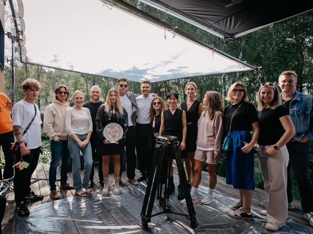 More.tv при участии Wink экранизирует «The Телки» Сергея Минаева со звездным актерским составом
