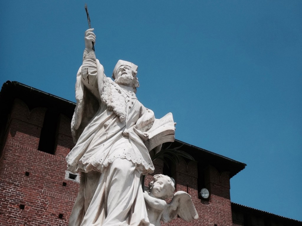 mailand statue