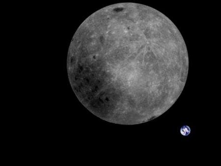 China fotografa lado afastado da Lua com a Terra ao fundo