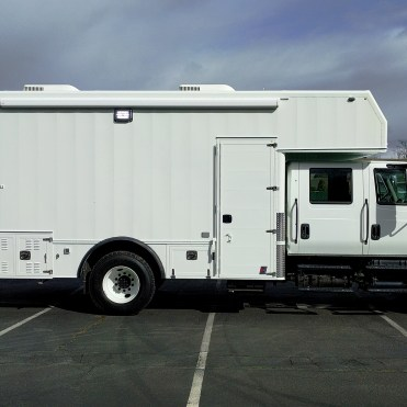 SWAT Team Command Truck Vehicle (1)