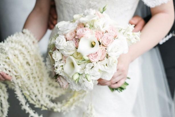Белый свадебный букет для невесты