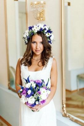 Яркий свадебный букет в сине-бело-фиолетовой гамме