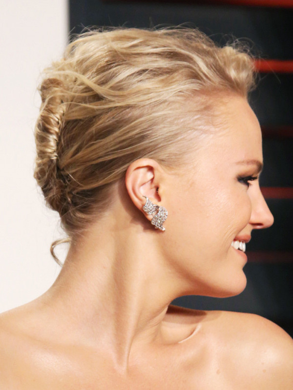 3-fascinating-ways-to-french-twist-your-hair-in-under-1-minute-1944316-1476897972600x0c